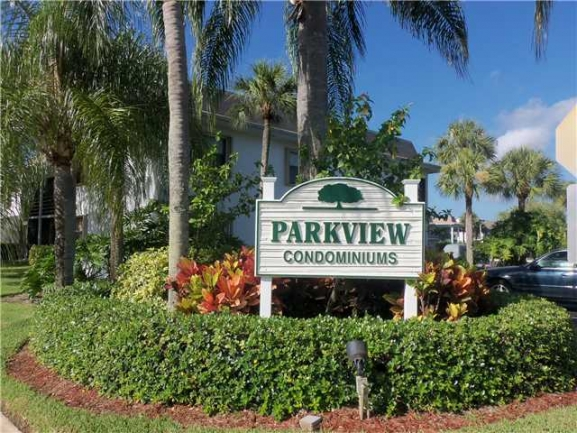 Entrance to Parkview Condos in Stuart FL