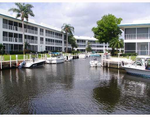 Buildings in Windjammer Condos in Stuart, Florida