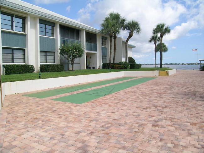 Pierpoint Yacht Club Condos in Stuart FL building
