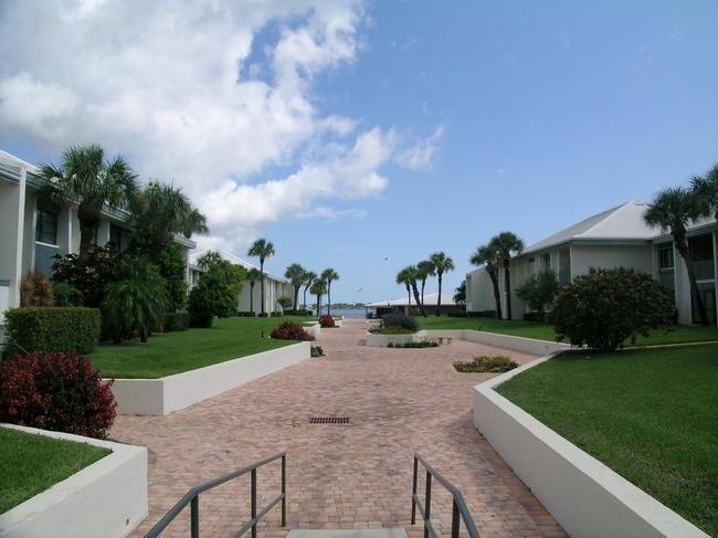 Pierpoint Yacht Club Condos in Stuart FL common area