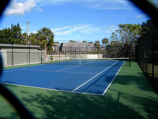 800 Place tennis court