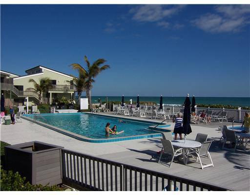 Beachwood Villas on Hutchinson Island pool