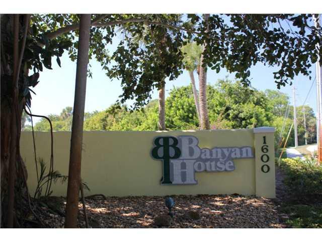Entrance to Banyan House Condos