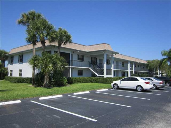 Typical building for the Parkview Condos in Stuart FL