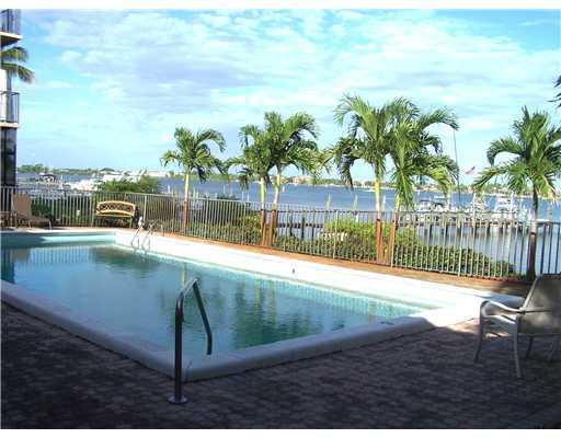 Edgewater Villas waterfront pool