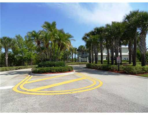 The entrance to Sawgrass Villas in Palm City