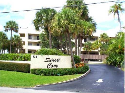 Sunset Cove Condos Entrance
