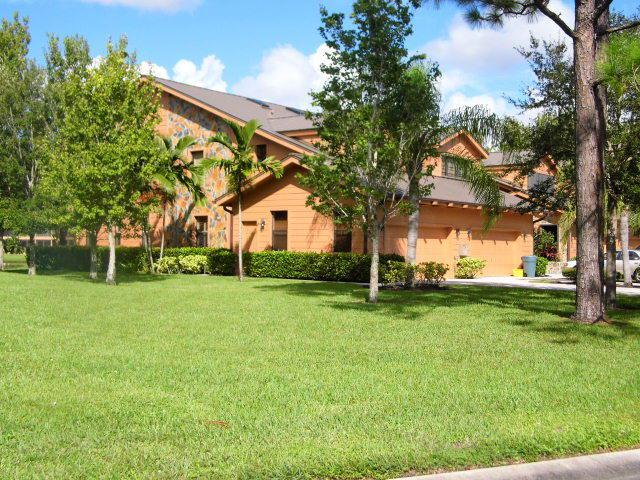 Exterior of Crestwood Townhomes in Stuart FL