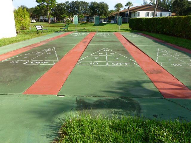 Twin Lakes shuffleboard courts