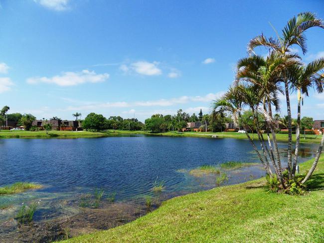 Emerald Lakes Town Homes and Villas