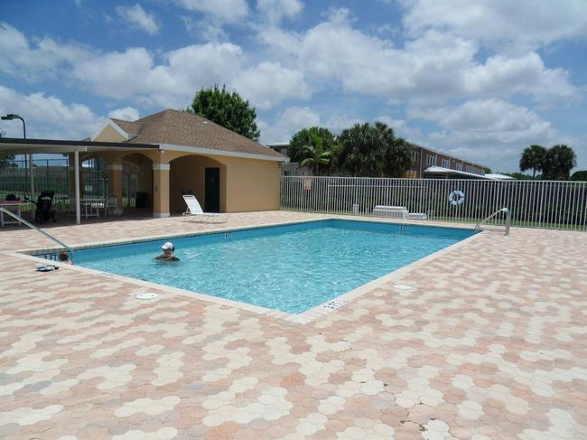 Palm Pointe and Palm Isles real estate in Palm City - community pool